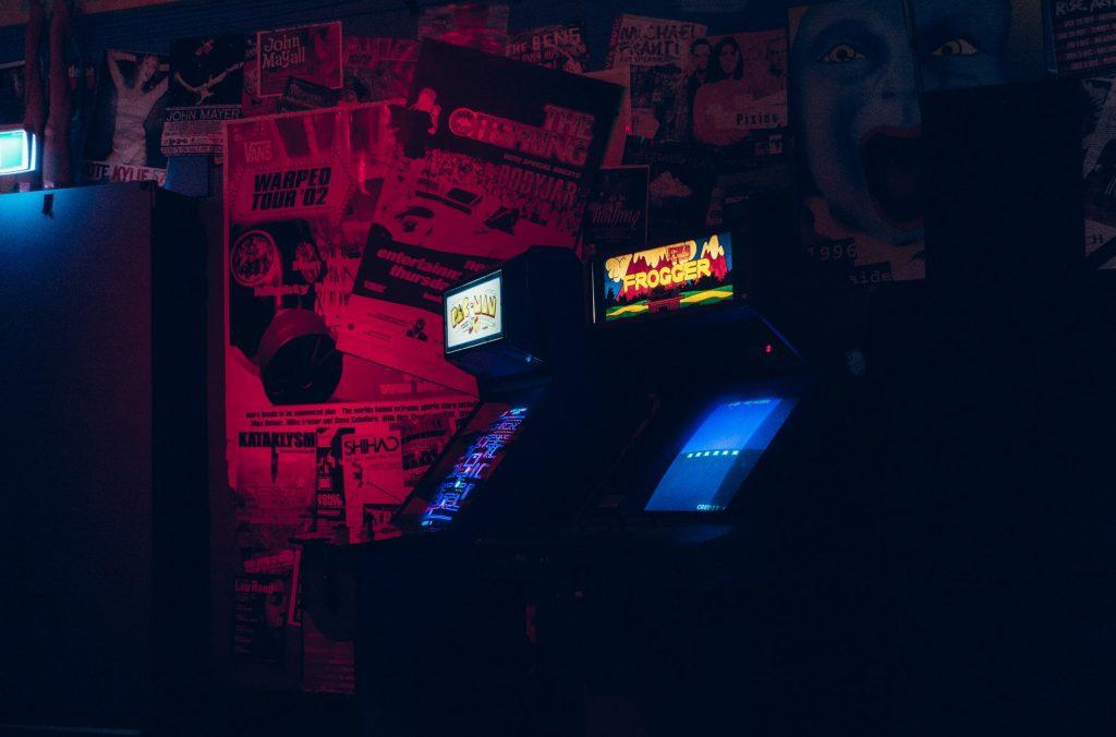 borne-arcade-dans-le-noir